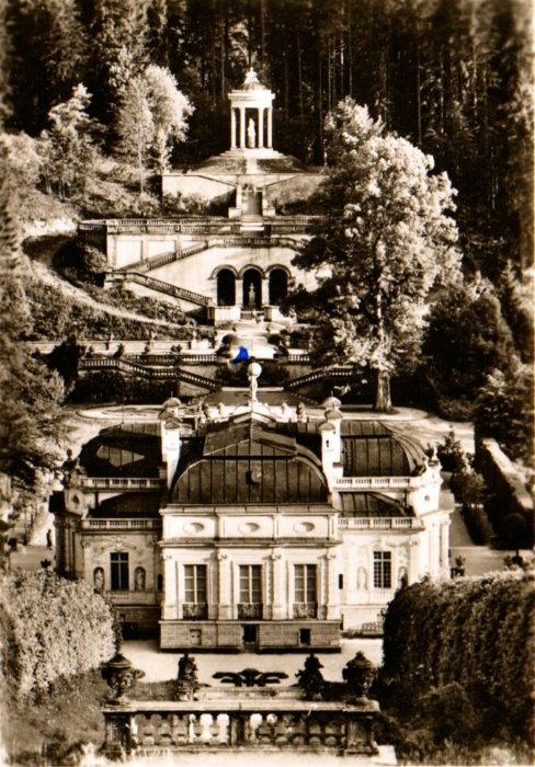 """""""Das Tempelchen ist mein Lieblingsplatz."""" Aufnahme: Berthold Rumold (1957)"""