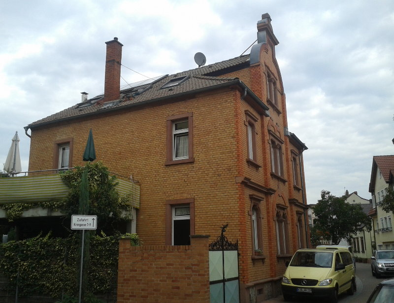 In der Krongasse 11 in Ludwigshafen am Rhein lebten in den 1950er Jahren Berthold Rumolds Mutter Klara und seine jüngeren Geschwister Hans und Ilse.